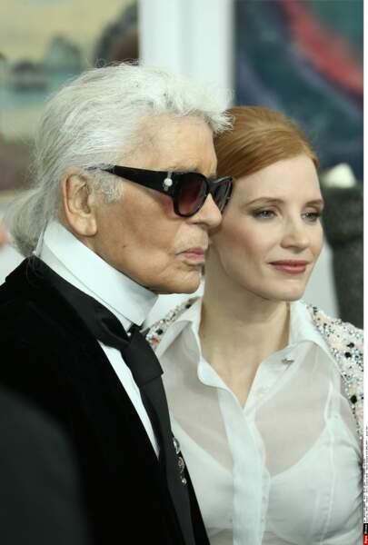 Défilé Chanel Haute Couture : Jessica Chastain a pris la pose avec Karl Lagerfeld