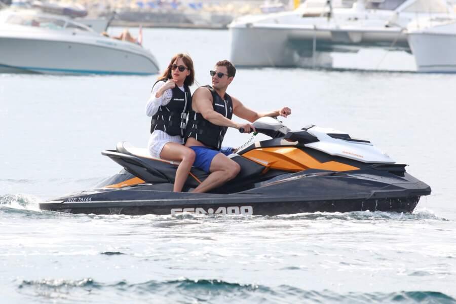 Balade en jetski pour Jamie Dornan et Dakota Johnson