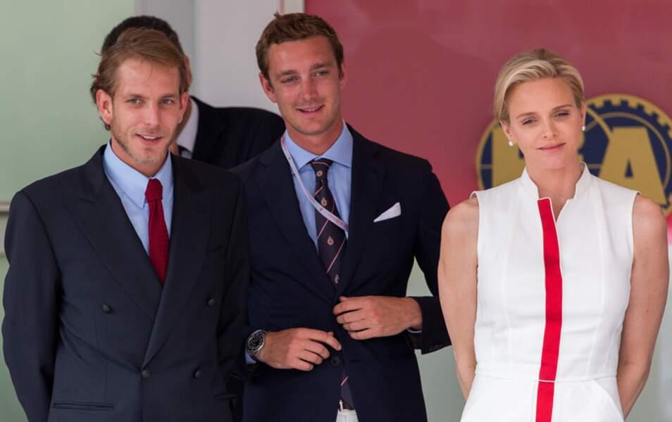 Après la course, Andrea, Pierre Casiraghi et Charlène participent à la remise de prix