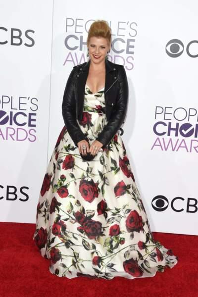 People's Choice Awards 2017 : Jodie Sweetin en Sherri Hill (quelqu'un peut appeler Cristina Cordula ?)