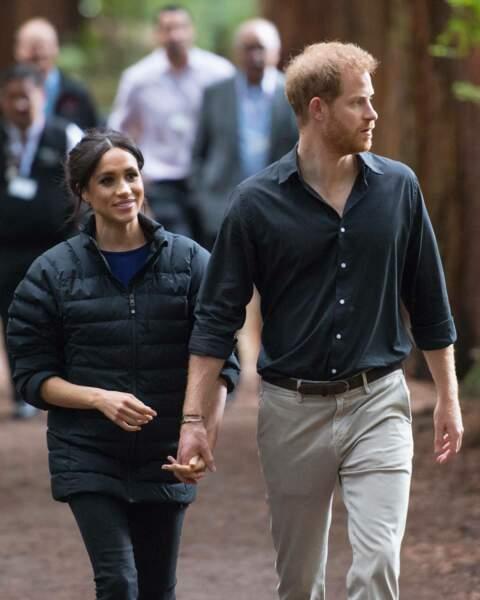 Meghan Markle et le pince Harry main dans la main lors de leur visite