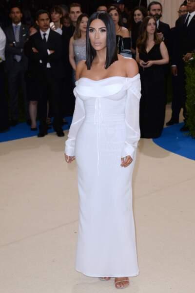 Bonjour je m'appelle Kim Kardashian et ma couleur préférée est le blanc car cela signifie le pureté