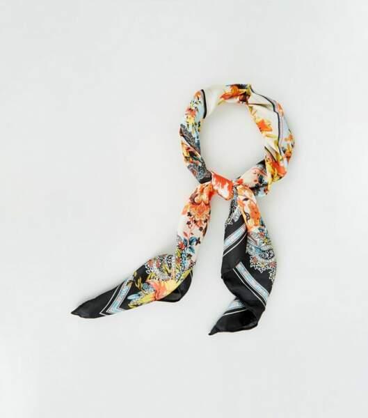 Foulard multicolore en satin à imprimé cachemire et floral, Newlook, 9,99€