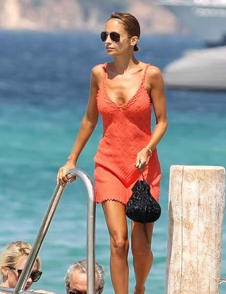 Nicole Richie en vacances à Saint-Tropez affiche une silhouette très fine...