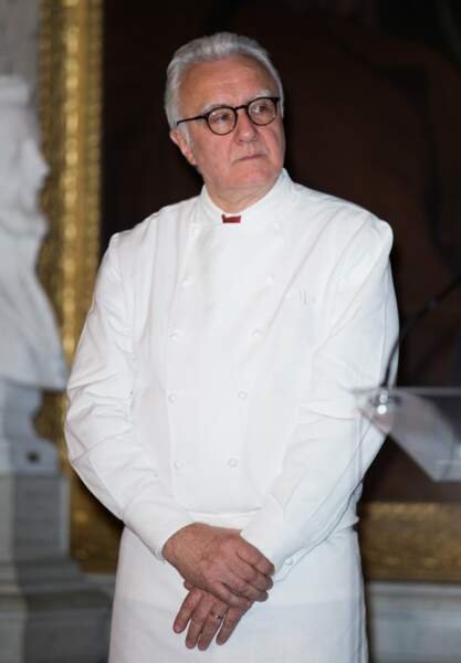 Le cuisinier Alain Ducasse est entré en apprentissage à 16 ans