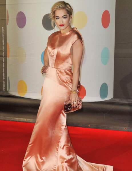 Rita Ora... de face