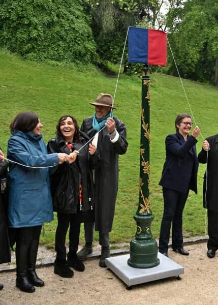 Anne Hidalgo et Aziza Higelin s'apprêtent à inaugurer l'allée Jacques Higelin au Parc Montsouris