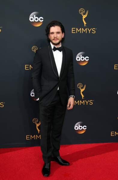 Emmy Awards 2016 : Kit Harington en Givenchy