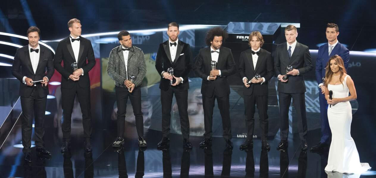 Prix FIFA : Cristiano Ronaldo et ses confrères avec la maîtresse de cérémonie, Eva Longoria