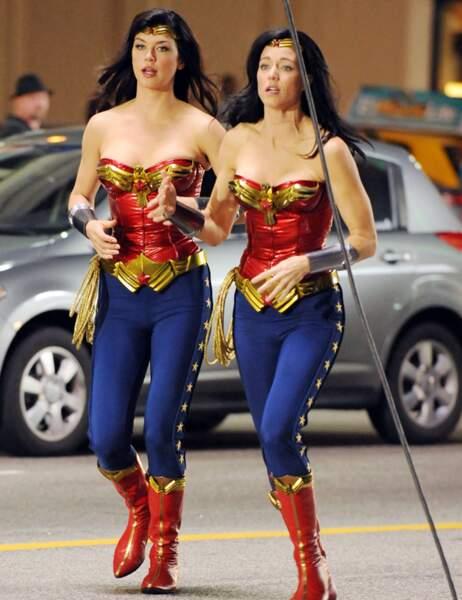 Adrianne Palicki et sa doublure dans Wonder Woman