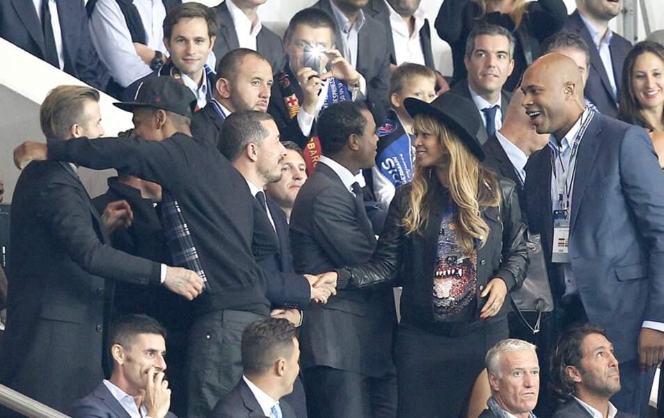 Jay Z et David Beckham se font des câlins pendant que Beyoncé serre des mains