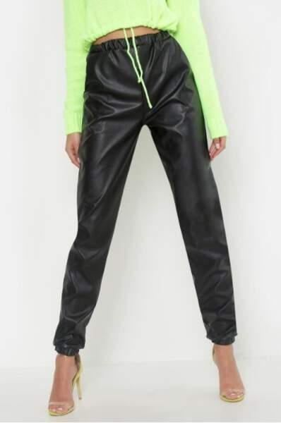 Pantalon de jogging en cuir synthétique, Boohoo, actuellement à 24€