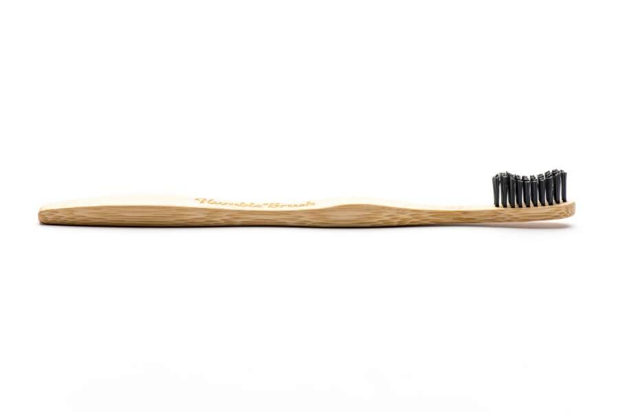 Brosse à dents en bambou biodégradable et recyclable. The Humble Co chez Monoprix et Parashop, 4,50 €