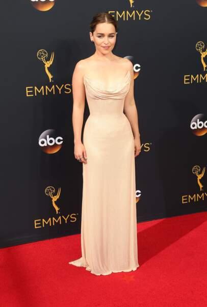 Emmy Awards 2016 : Emilia Clarke en Atelier Versace