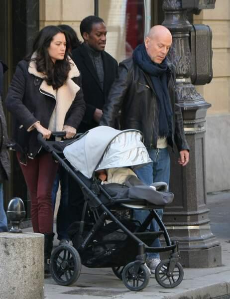 Emma Heming, Bruce Willis et leur fille Mabel Ray dans la poussette