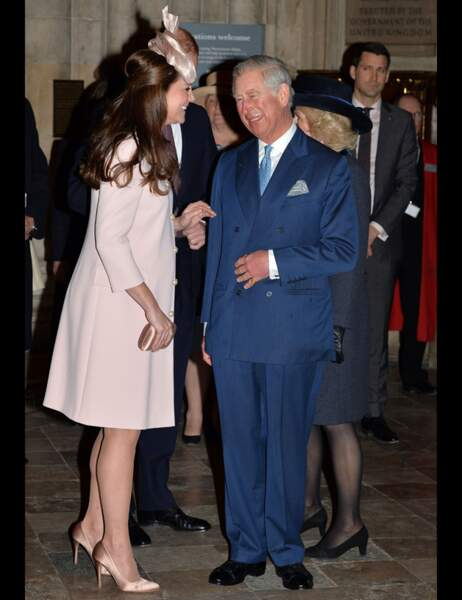 Kate visiblement ravie de retrouver son beau-père Charles...