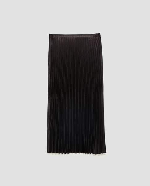 Zara : Jupe mi-longue plissée, 29,99 euros au lieu de 49,95 euros