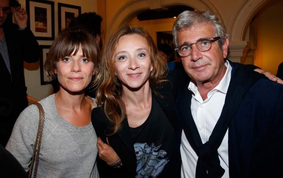 Les actrices Marina Foïs et Sylvie Testud escortées par Michel Boujenah