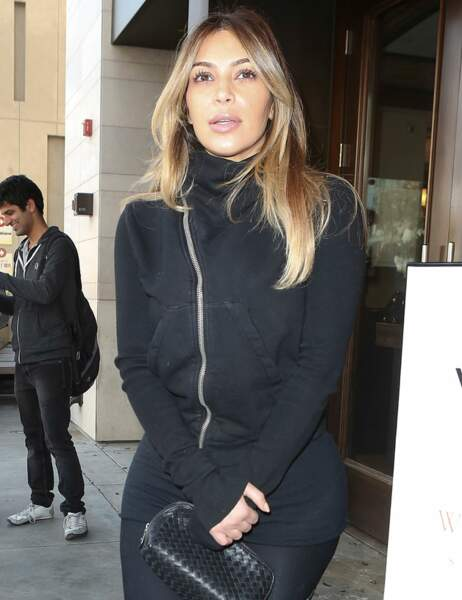 Kim Kardashian au naturel (toujours très maquillée)