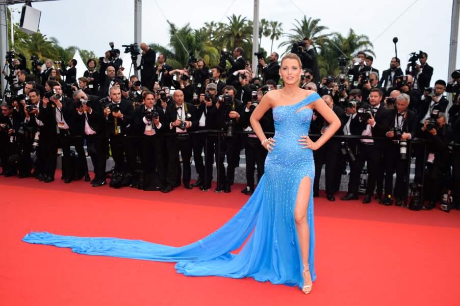 Cannes 2016: Blake Lively en Atelier Versace pour la montée du Bon Gros Géant de Spielberg