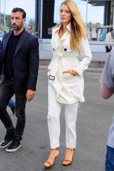 Cannes 2016: dès son arrivée, Blake Lively était parfaite en Burberry