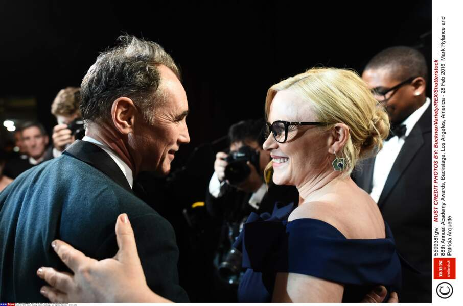 Patricia Arquette a félicité Mark Rylance pour son Oscar (mais avait de moches boucles d'oreilles)
