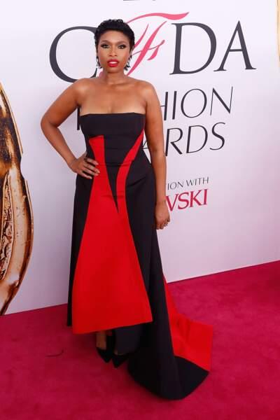 CFDA Fashion Awards : qu'elle a heureusement troquée pour une robe longue bien plus réussie
