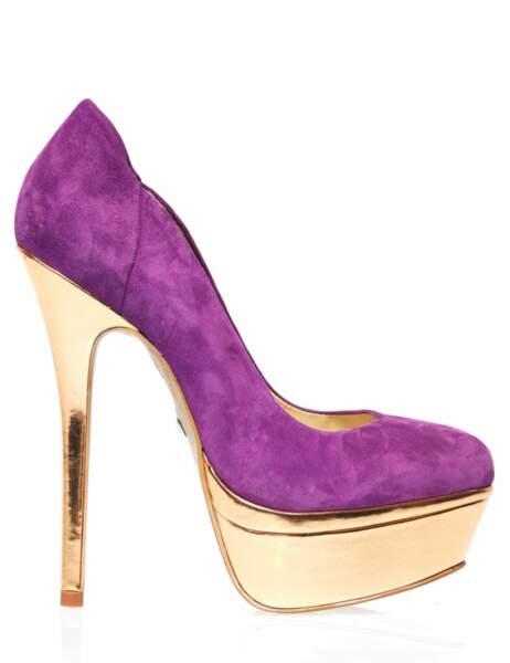 Escarpin violet avec talon acier doré, 149 € (Buffalo)