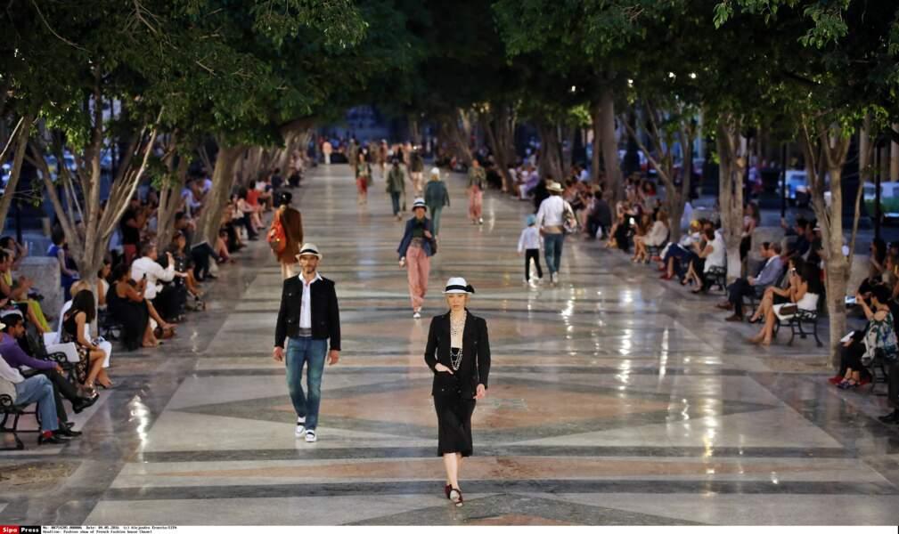 Défilé Chanel à Cuba : les modèles ont défilé sur le sublime Paseo del Prado, lieu emblématique de La Havane