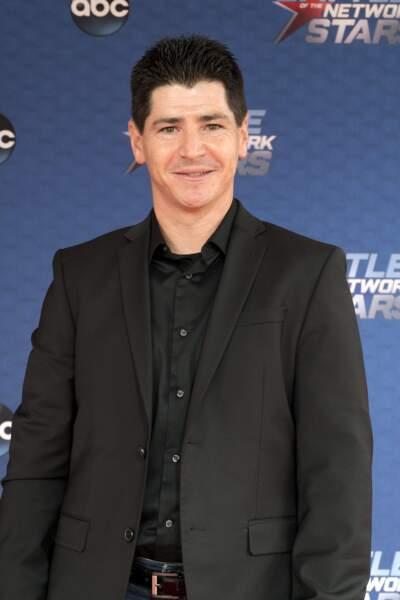 À quoi ressemblent les stars des séries télé des années 90 - Michael Fishman (leur fils) aujourd'hui