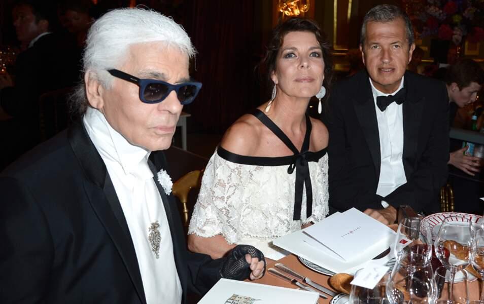 La princesse Caroline entourée de Karl Lagerfeld et du photographe Mario Testino