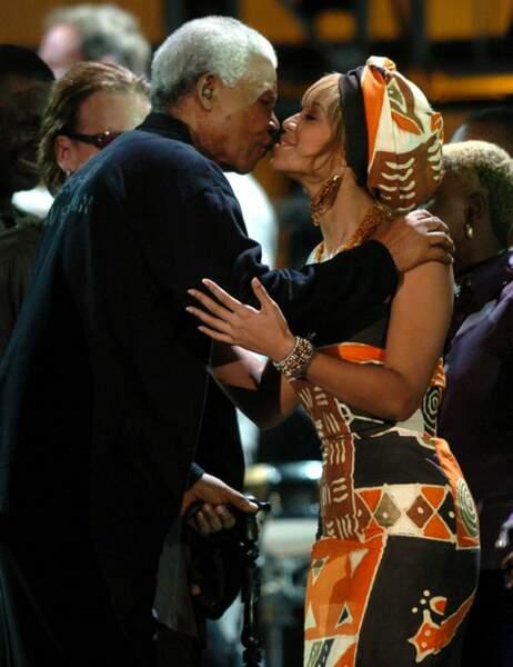Un bisou posé sur la joue de Beyoncé