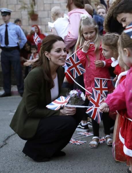 Les petites filles sont toujours en admiration devant la duchesse de Cambridge