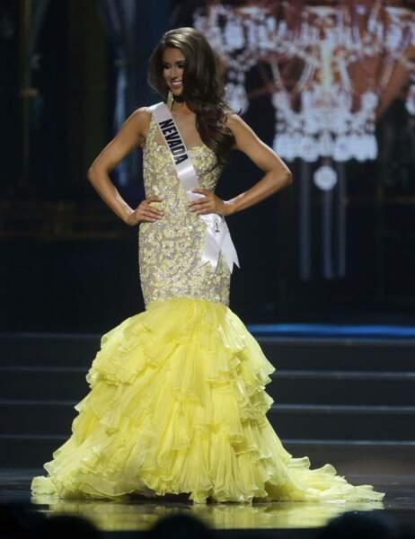 Miss Nevada se présente d'abord dans une longue robe jaune