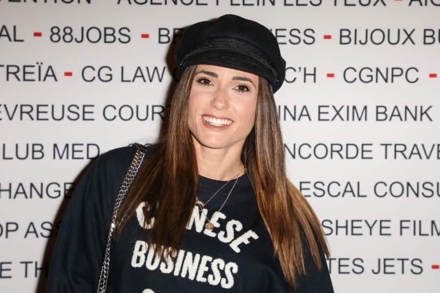 Tout sourire, la belle brune a arboré un t-shirt qui collait parfaitement au thème de l'évènement !
