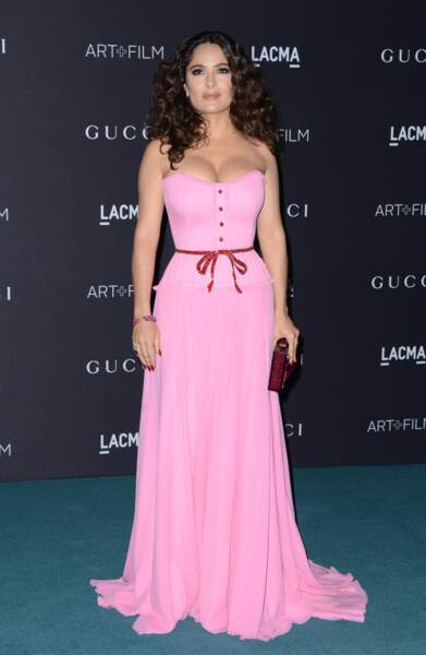 Salma Hayek et son décolleté de folie en Gucci