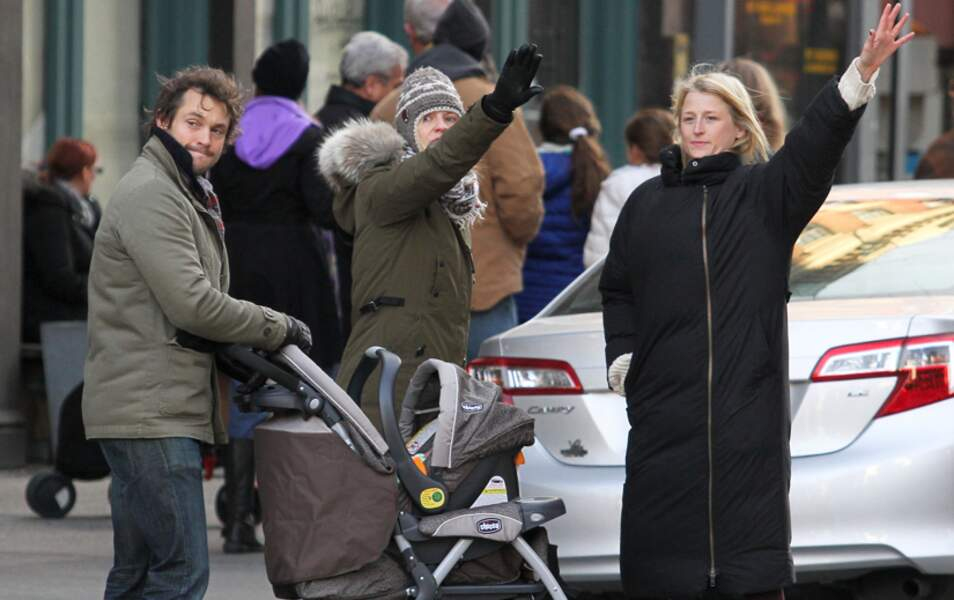 Claire Danes, son mari Hugh Dancy, leur petit Cyrus et une amie