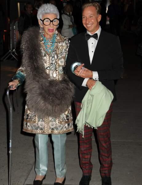 L'icône fashion Iris Apfel (qui ait partie des 50 femmes les plus stylées d'après The Guardian)