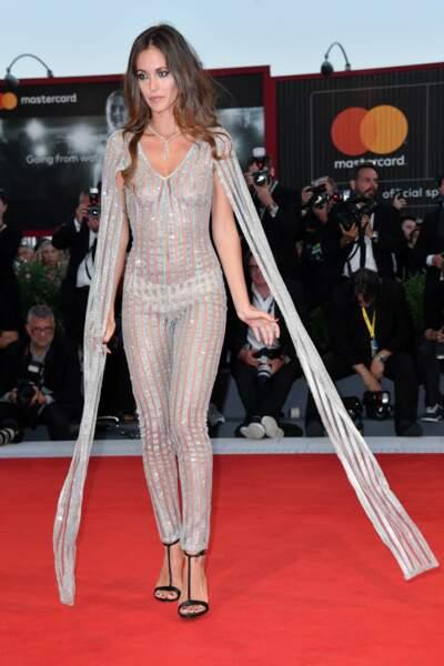Tenue transparente et culotte apparente : Gracia de Torres