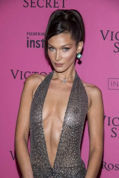 Le mannequin a opté pour une robe on ne peut plus transparente lors de l'after-party de Victoria's Secret.
