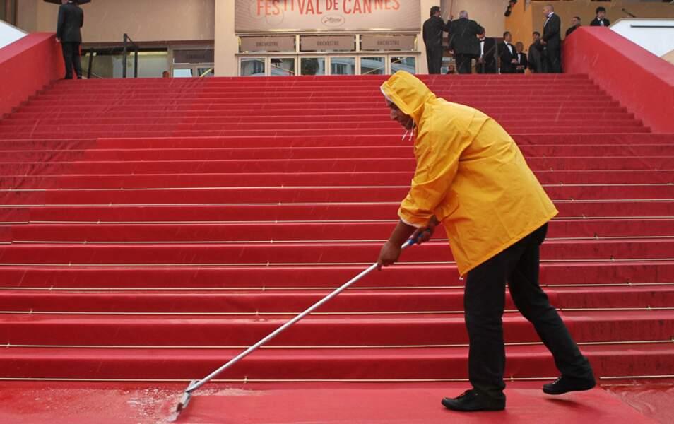 Eponger des marches sous la pluie, c'est un peu vain, non ?