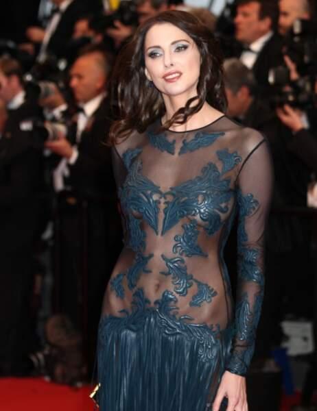 Palme de la robe qui a l'air sage mais en fait il faut se rapprocher et OMG : Frédérique Bel