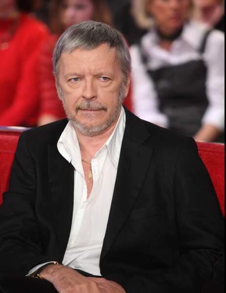 13- Le chanteur Renaud reste à la 13ème place, comme cet été