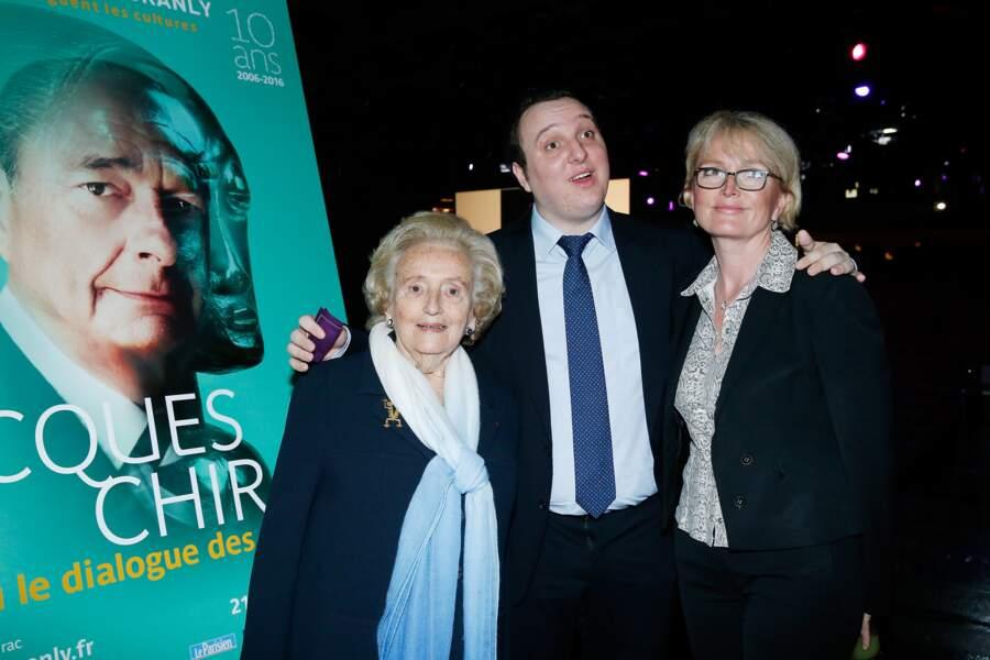 Jacques Chirac est présent symboliquement aux côtés de Bernadette Chirac, Martin Rey-Chirac et Claude Chirac