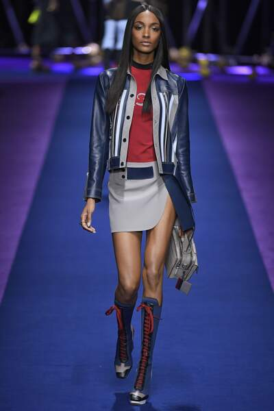 Défilé Versace printemps-été 2017 : Jourdan Dunn en pied
