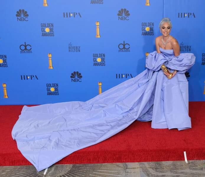 Sa robe est un clin d'oeil à celle que portait Judy Garland en 1954