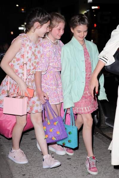 Katie Holmes emmène Suri Cruise et ses amies au restaurant Delicatessen à New York pour ses 13 ans