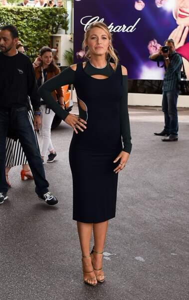 Cannes 2016: Blake Lively en Versace avant d'aller à la soirée L'Oréal