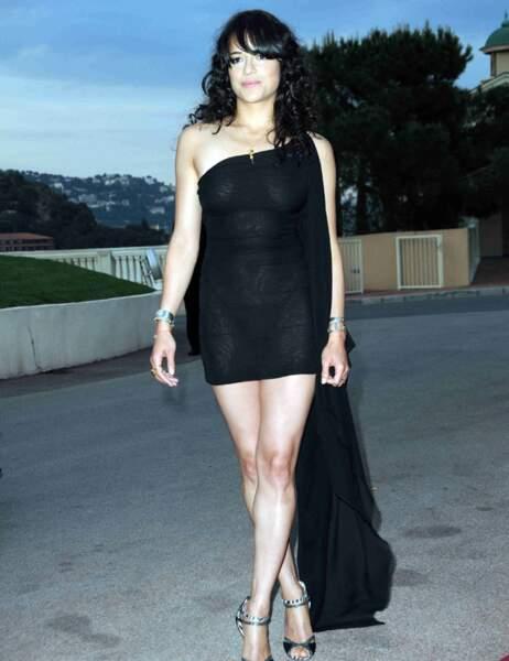 Michelle Rodriguez, surprise par les flashs