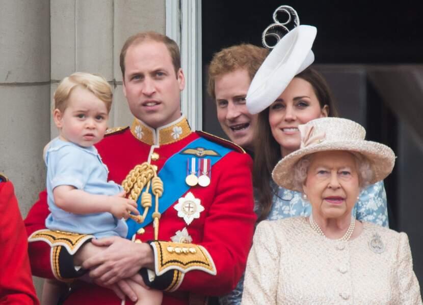 Anniversaire du Prince George - Juin 2015 George assiste à la fête nationale avec son arrière-grand-mère la reine